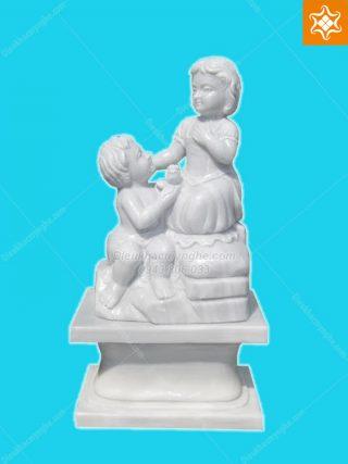 tượng cậu bé và cô bé bằng đá